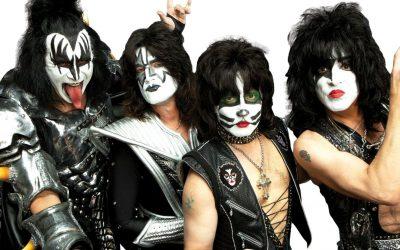 """Mientras Kiss suspende su gira, Gene Simmons dispara contra los fans: """"Destruyeron la industria de la música"""""""